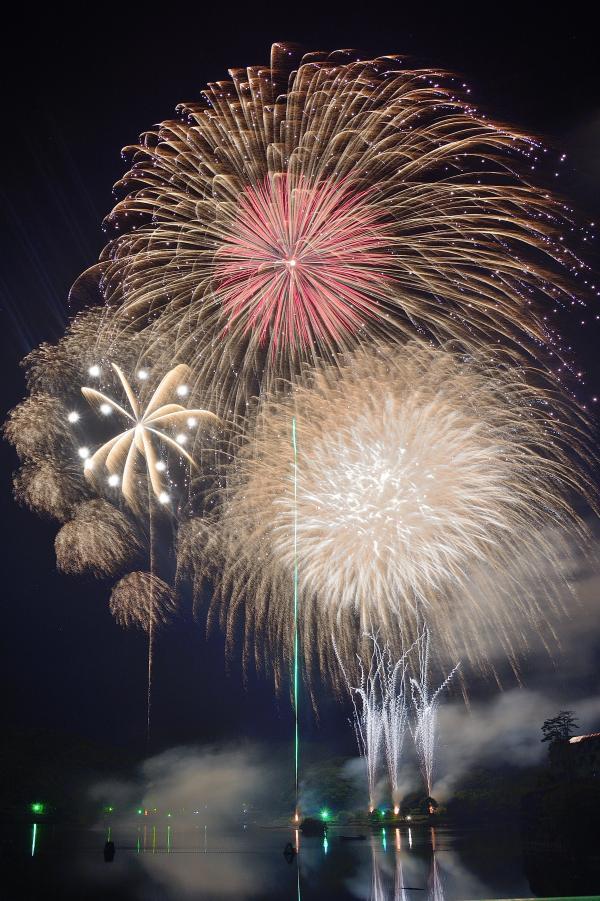 亀山湖上祈願祭・君津市民花火大会